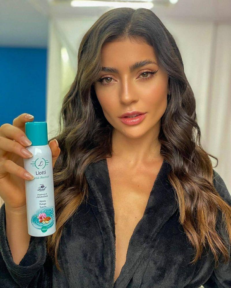 Jacque Costa usa Liotti água thermal para evitar o envelhecimento da pele